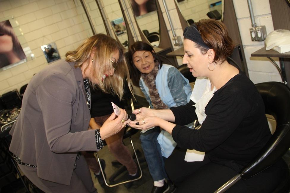 Em workshop da Mary Kay, Escola de Moda, Beleza e Estética aborda cuidados com a pele