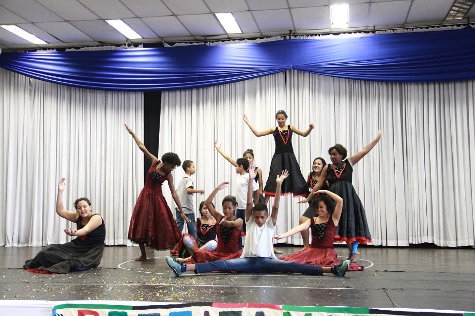 Jovens atendidos pela Assistência Social fazem apresentações no Cemur