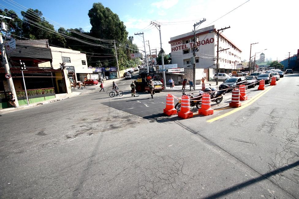 Vias recebem obras para fluidez do trânsito e segurança dos pedestres