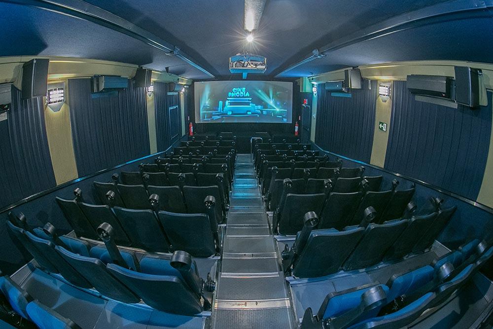 Cine Rhodia exibe filmes gratuitos no estacionamento do Parque das Hortênsias