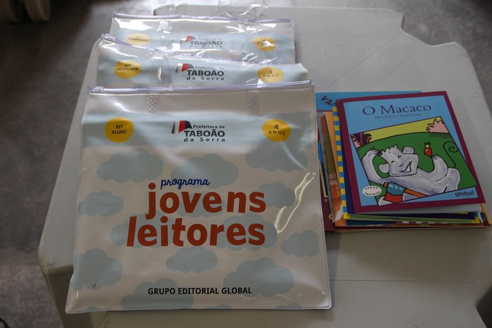 Coleção Jovens Leitores já está sendo entregue para alunos