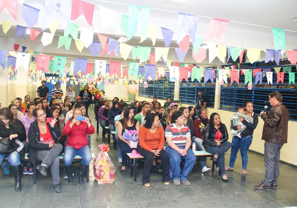Três escolas abrem inscrições para Educação de Jovens e Adultos