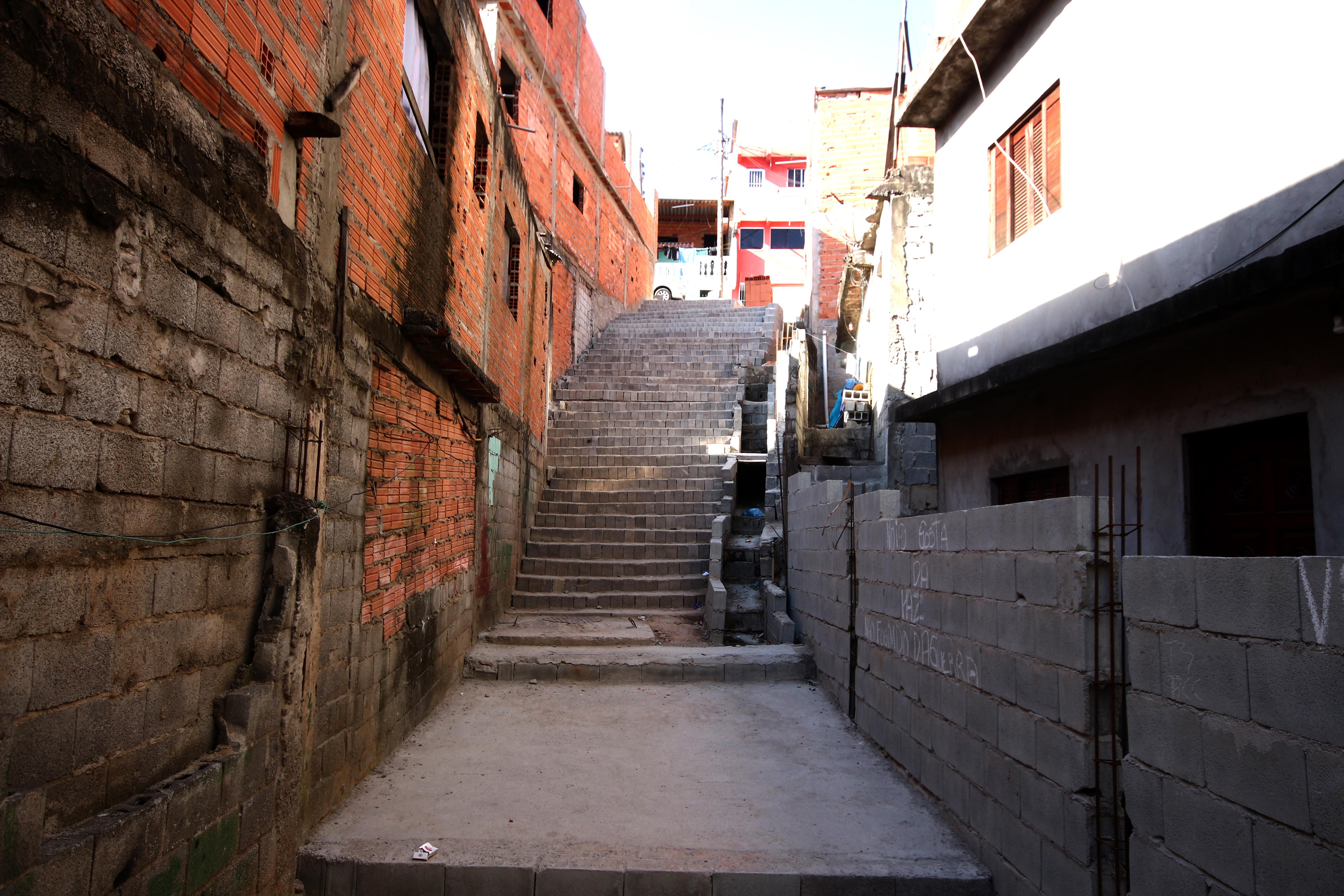 Escadão e rotatória facilitam acessibilidade dos moradores no Jardim Comunitário