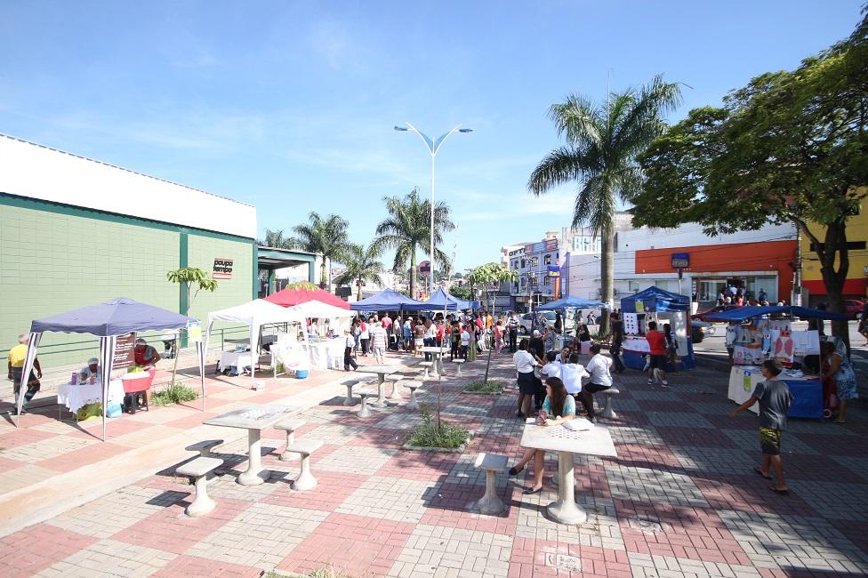 Secretaria de Cultura promove feira de artesanato na Praça Luiz Gonzaga