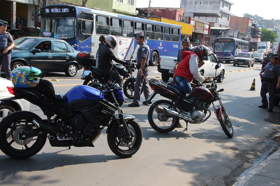 """Polícia Militar realiza operação """"Força Metropolitana"""" em Taboão e Embu"""