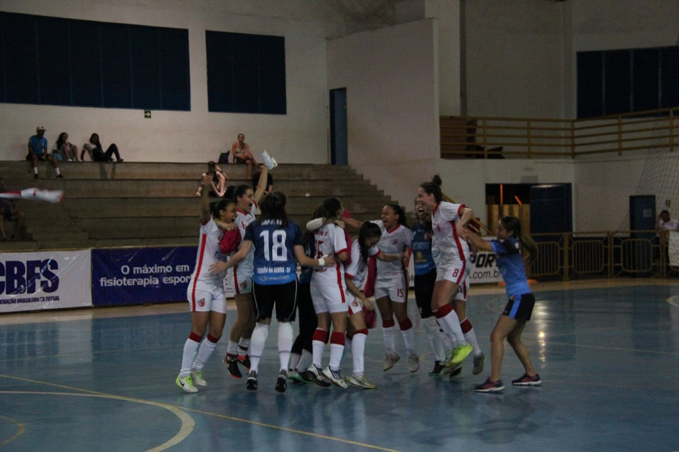 Futsal feminino foi campeão invicto da 25ª edição da Taça Brasil