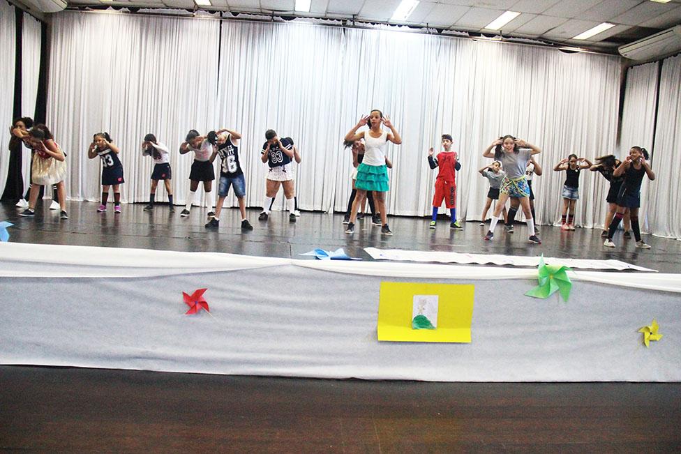 Jovens atendidos pela Assistência Social se apresentaram no Cemur