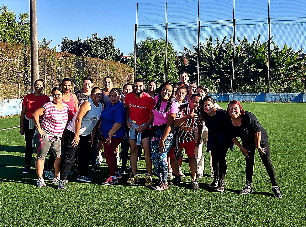 Secretaria de Esportes leva aula gratuita de zumba para a quadra do Mituzi