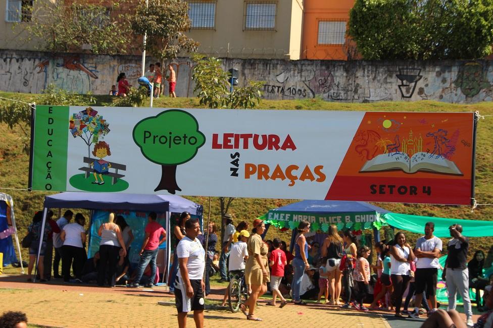 Educação levou literatura a praças e parques do município